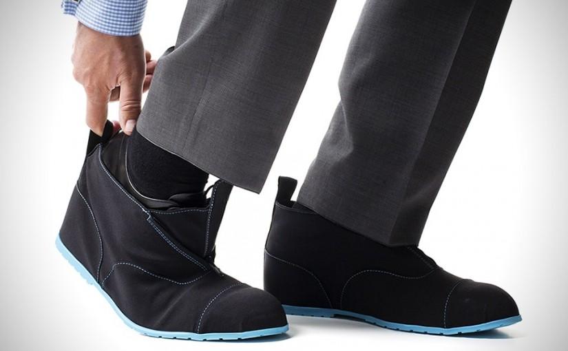 水シミとおさらば!靴の上から履ける雨対策カバー『FRED & MATT』