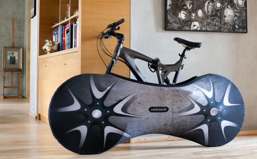 日本の住宅にこそ必要? 自転車に履かせる靴下Velo Sock